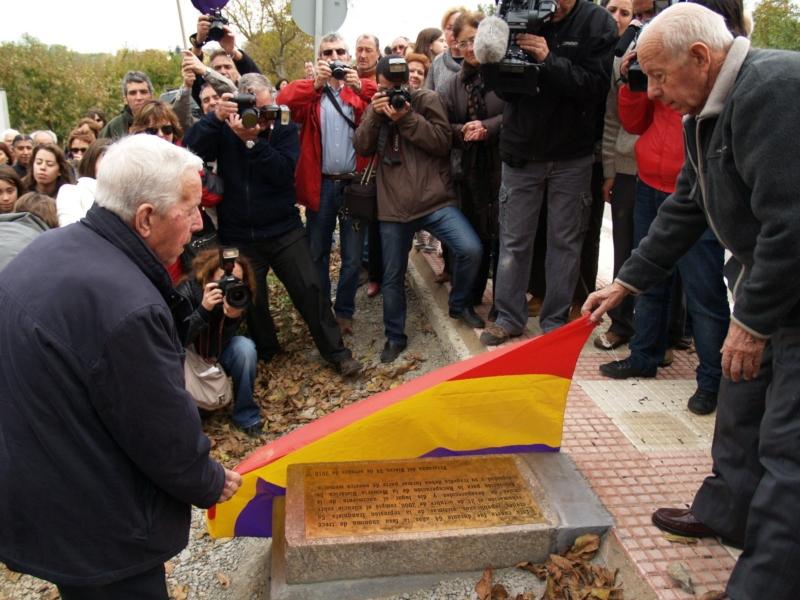 (Es) Inauguración de la placa en 2010.