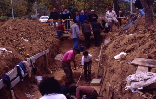 Exhumation of the Priaranza del Bierzo mass grave in 2000.