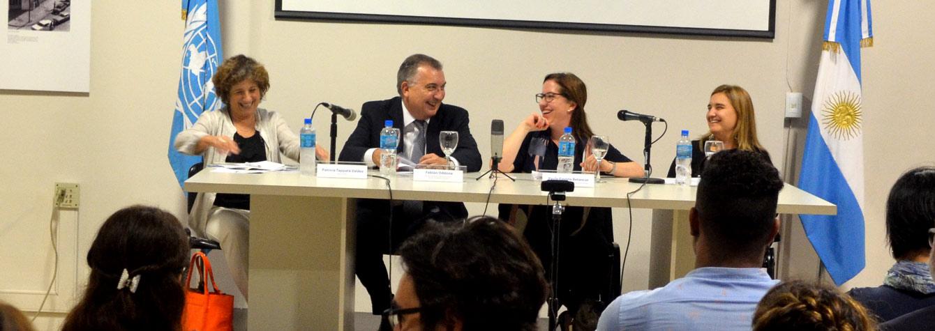Paula Gaviria Betancur acompañada en el panel por Andrea Pochak, titular de la Dirección General de Derechos Humanos del Ministerio Público Fiscal de la Nación, Fabián Oddone, miembro del Servicio Exterior de la Nación y Patricia Tappatá Valdez, directora del CIPDH, como moderadora.